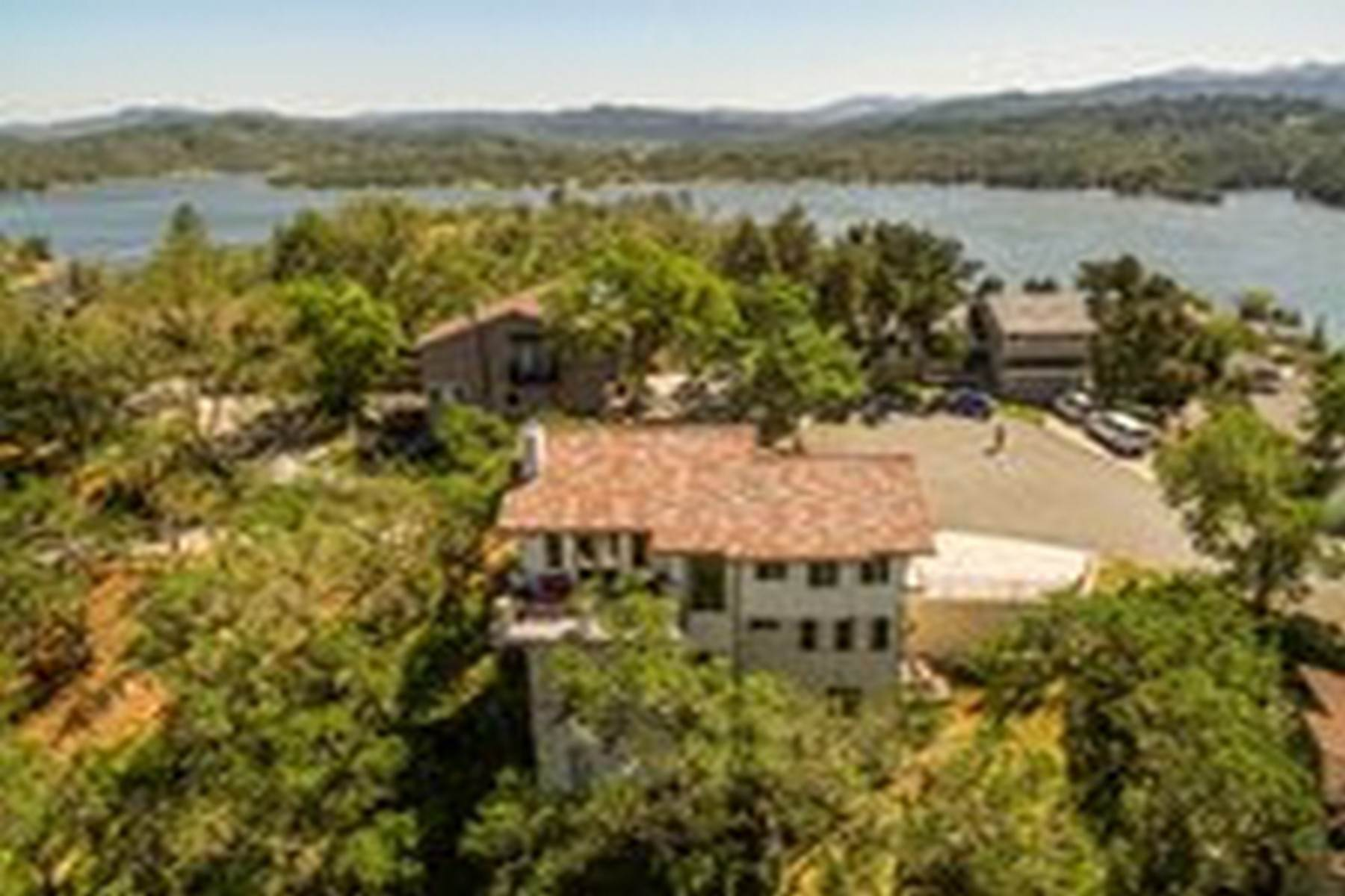 Single Family Homes для того Продажа на Custom-Built Lake Retreat with Panoramic Views 8059 Pine Branch Road Bradley, Калифорния 93426 Соединенные Штаты