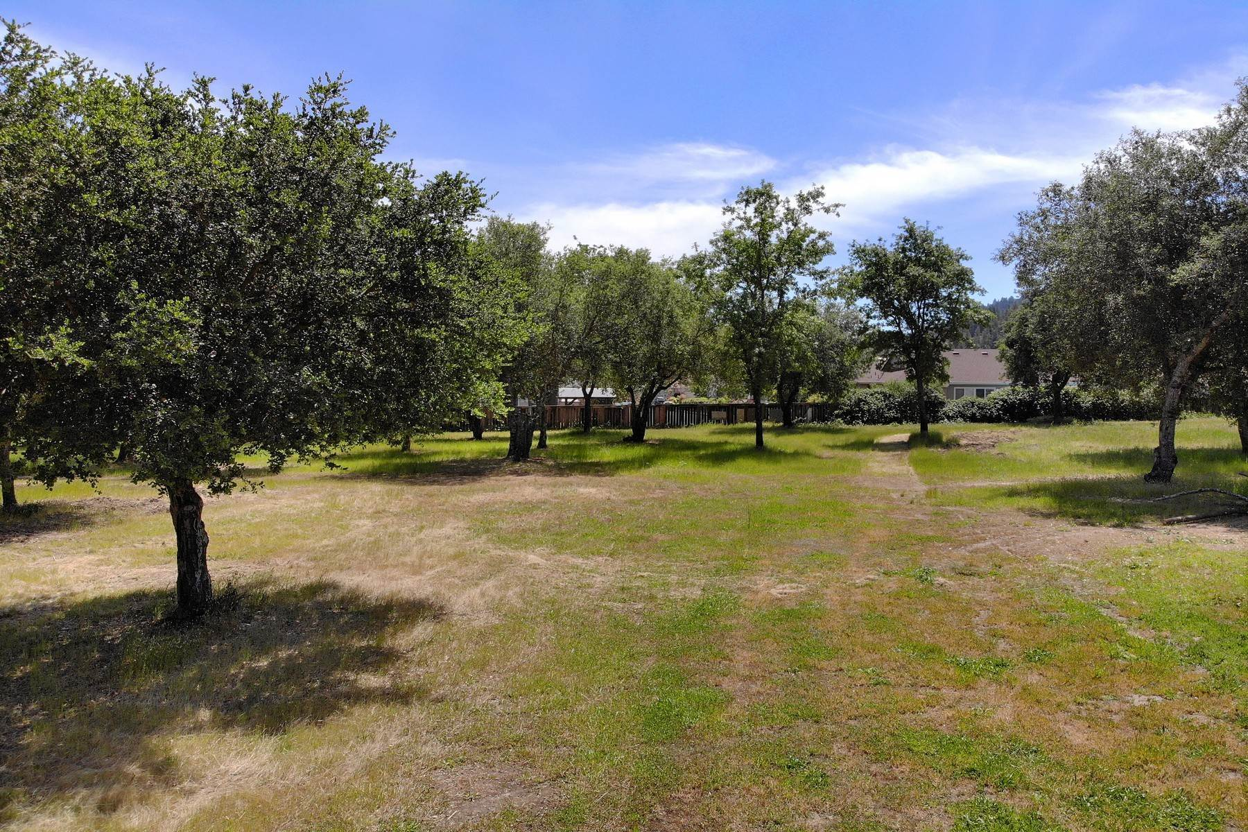 Terreno por un Venta en Development Opportunity 593 W. 2nd Street Cloverdale, California 95425 Estados Unidos