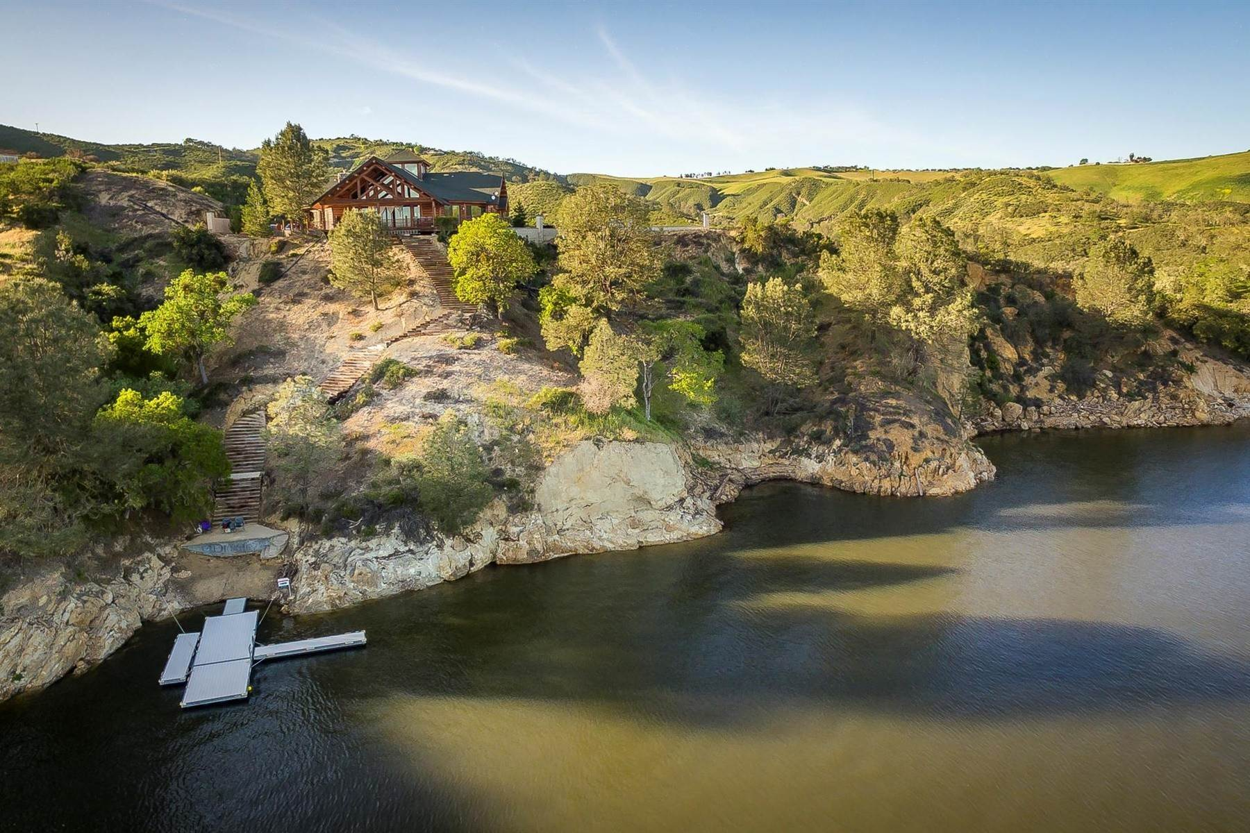 Single Family Homes для того Продажа на Lake Nacimiento Dream Home 1555 Skylar Lane Bradley, Калифорния 93426 Соединенные Штаты