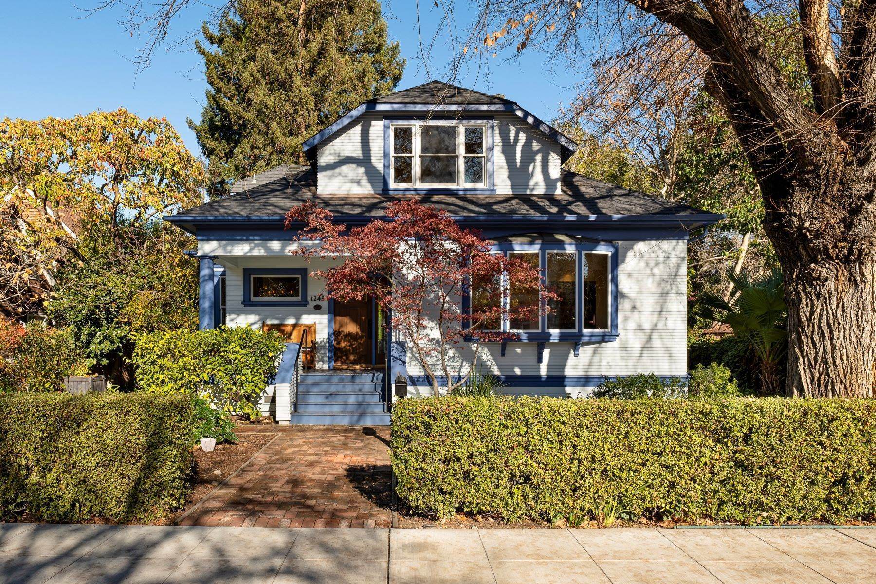 Single Family Homes à Beautifully Remodeled Historic Professorville Craftsman 1245 Waverley Street Palo Alto, Californie 94301 États-Unis