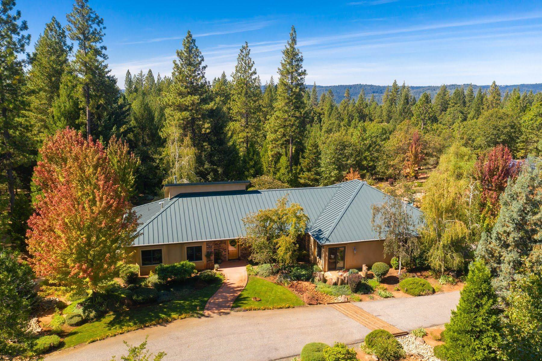 Other Residential Homes por un Venta en 28555 Rollins Lake Road Colfax, California 95713 Estados Unidos