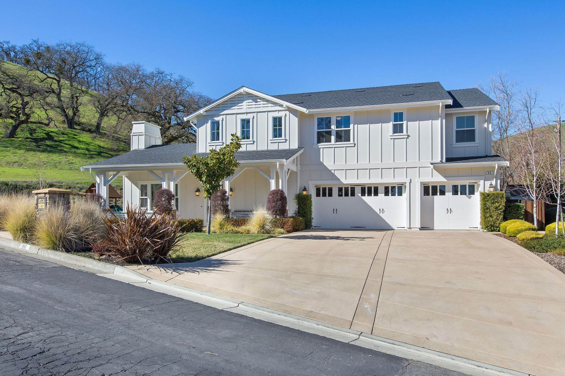 Single Family Homes en Exquisite Farmhouse-Style Home 86 Oakridge Court Danville, California 94506 Estados Unidos