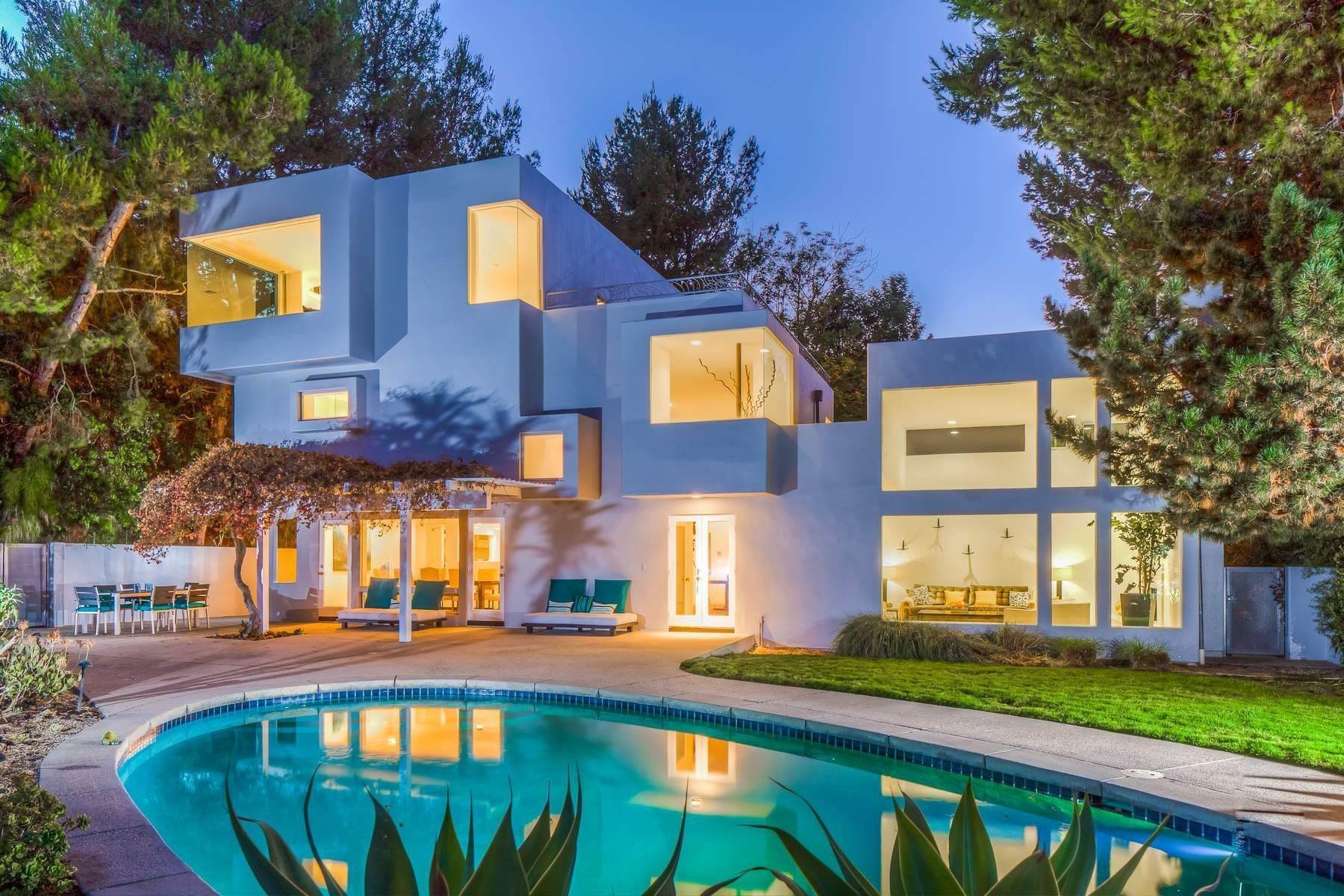 Single Family Homes at 2501 Banyan Drive Los Angeles, California 90049 United States