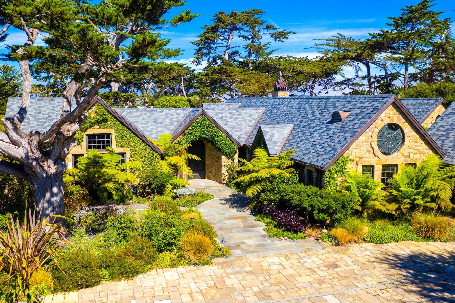 Single Family Homes por un Venta en Incomparable Carmel Estate 26262 Isabella Avenue Carmel, California 93923 Estados Unidos