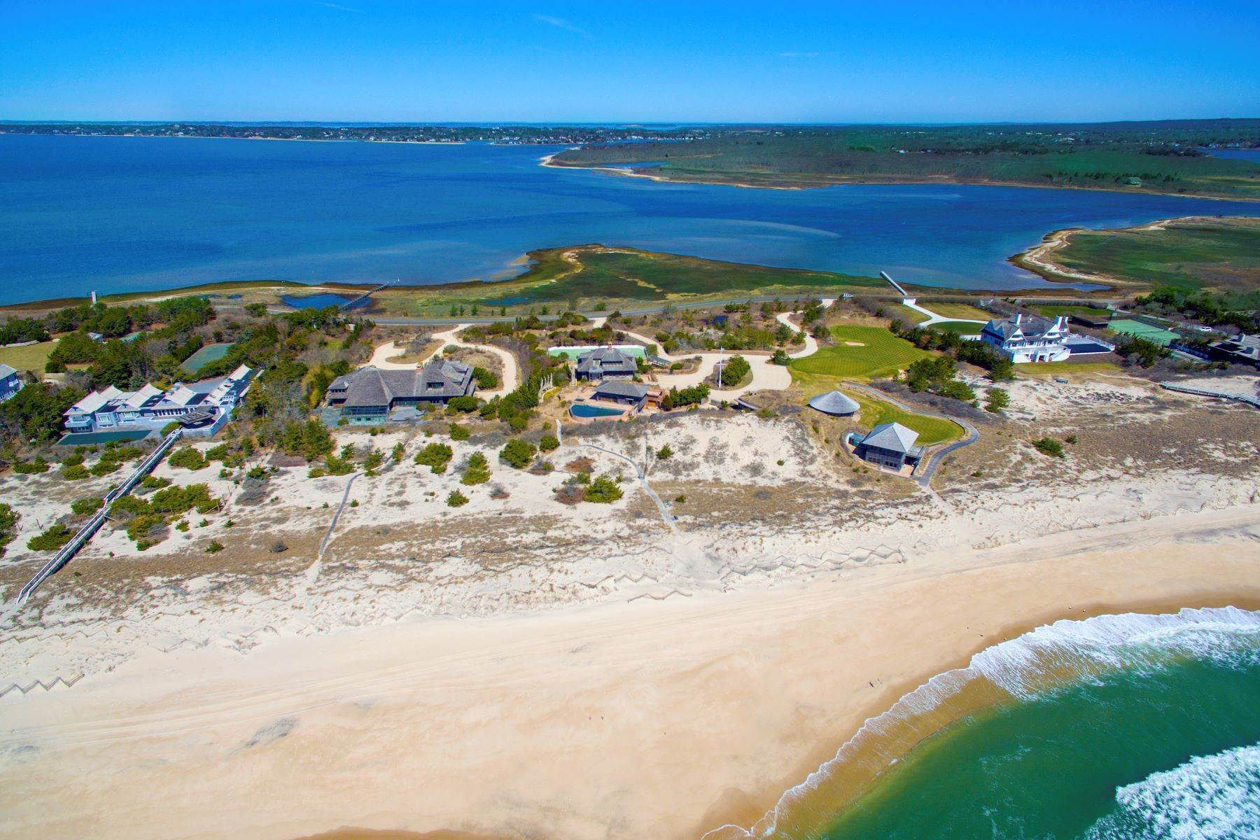 Single Family Homes のために 売買 アット Meadowlane 700 Ft Ocean & Bay Front 1080 & 1100 Meadow Lane Southampton, ニューヨーク 11968 アメリカ